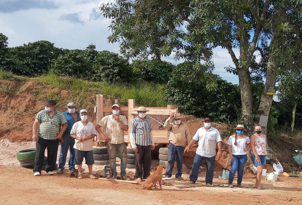 PREFEITURA CONSTROI LIXEIRAS NA ZONA RURAL